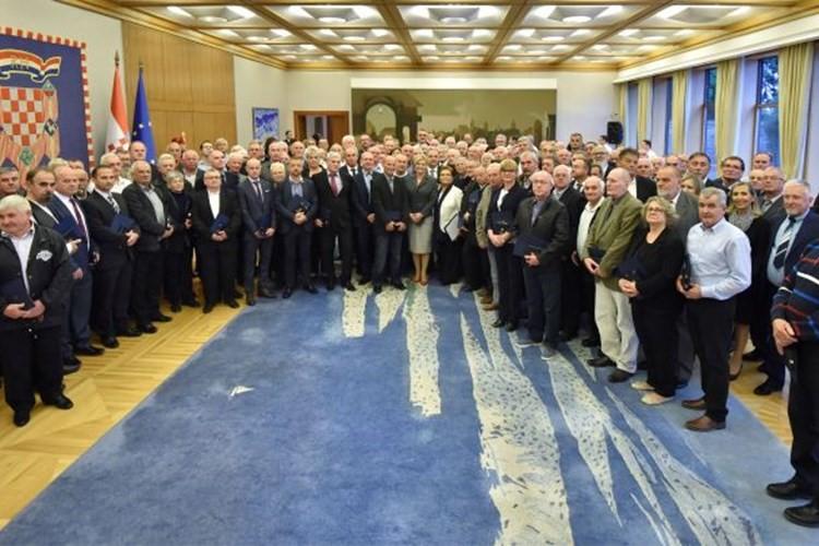 Predsjednica Republike Hrvatske dodijelila odlikovanja darivateljima krvi